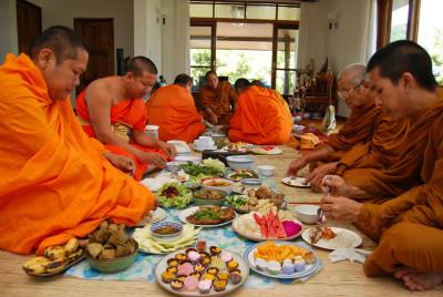 Как не ударить в рис лицом, или 8 правил тайского застолья