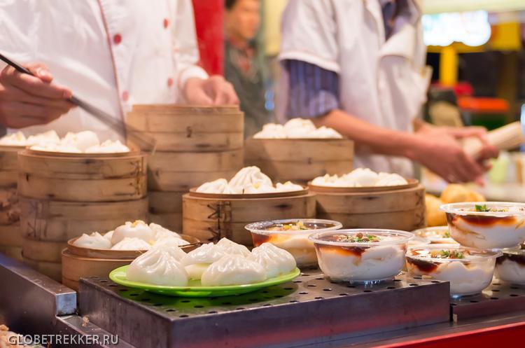 Про пекинскую уличную еду: улица Ванфуцзин и рынок Дунхуамэнь