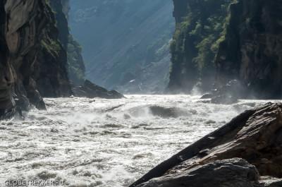 Ущелье Прыгающего Тигра, часть третья: Спуск к Янцзы - Walnut Garden 14
