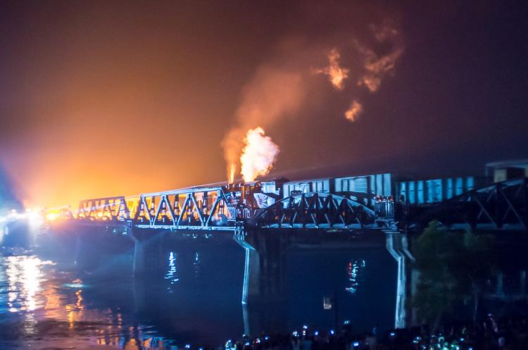 Фестиваль Моста через реку Квай в Канчанабури 24