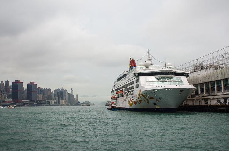 Аллея Звезд и лазерное шоу Symphony of Lights в Гонконге