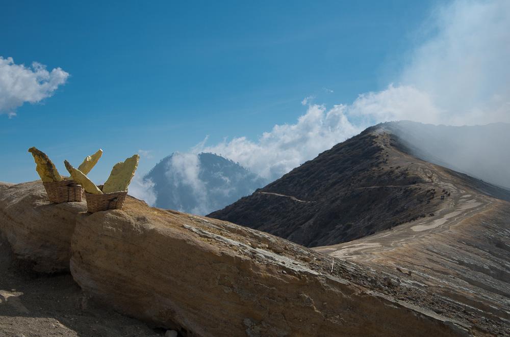 Кратер Иджен и каторга по индонезийски