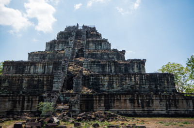 Древний город Кох Кер и Пирамида Смерти в Камбодже 14