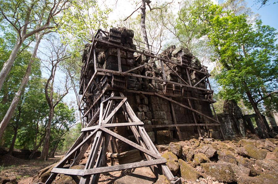 Древний город Кох Кер и Пирамида Смерти в Камбодже